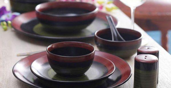 housewarming-dinner-serving-plates-and-utensils